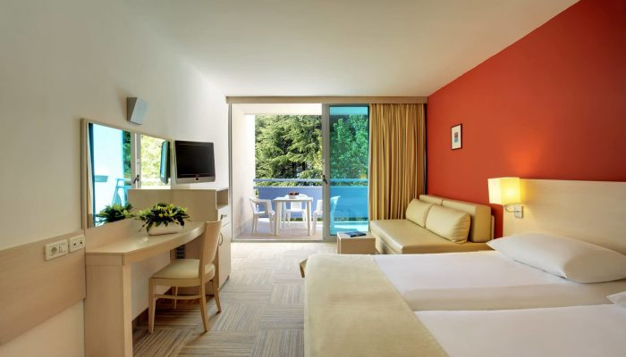 2012-Valamar-Crystal-Twin--Room