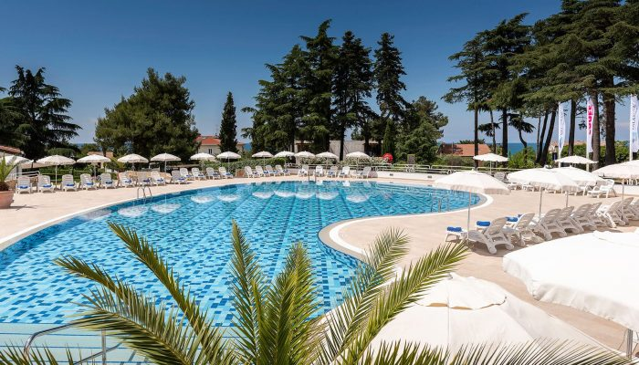 COOEE-Pinia-Hotel-by-Valamar_Pool_3