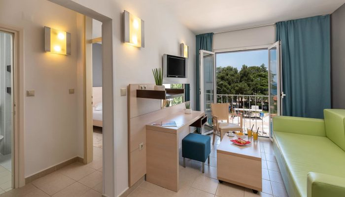 Valamar-Pinia-Hotel_Standard-suite,-parkview_01